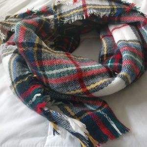 Accessories - Oblong Plaid/White Scarf